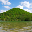 Lake reflecting the hill — Foto Stock