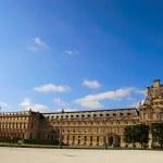Louvre museum exterior — Stock Photo