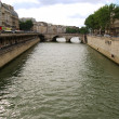 Seine river between Paris mainland and a — 图库照片