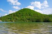 Lake reflecting the hill — Stock Photo