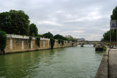 Seine river and embankment — Stockfoto