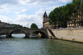 Bridge over Seine and Paris downtown — Stok fotoğraf
