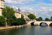 Bank of Seine river in Paris — Stok fotoğraf