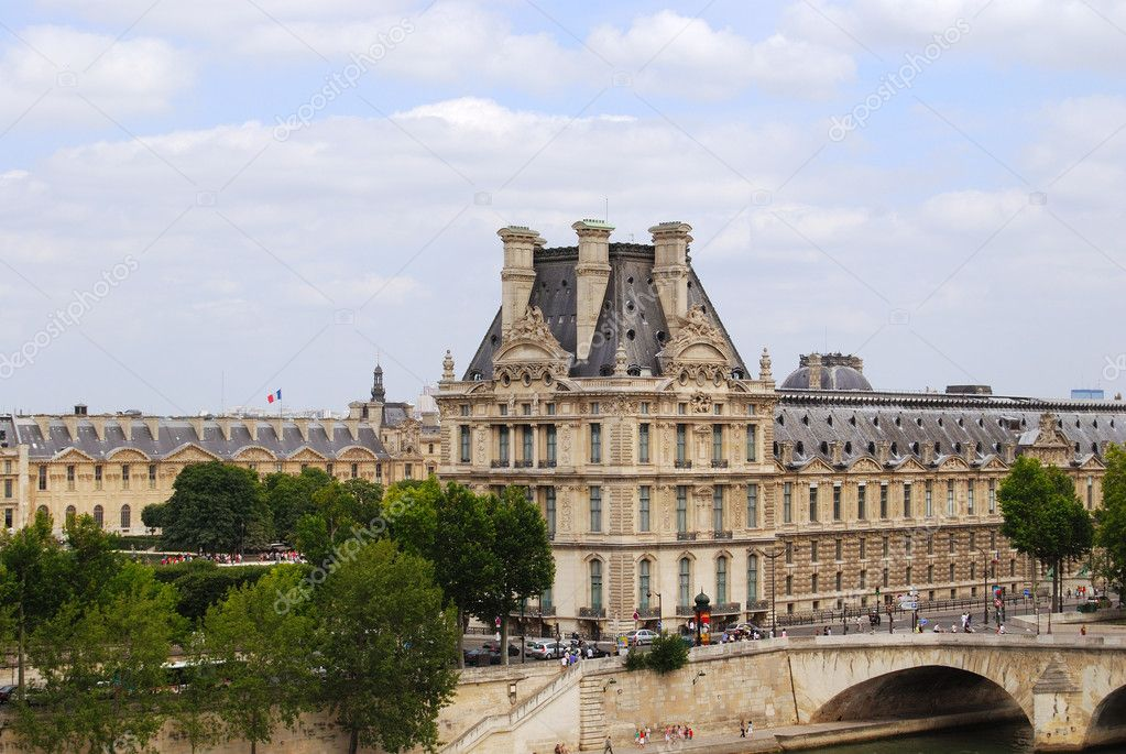 Louvre museum building exterior, Paris, France — Foto Stock #2075195