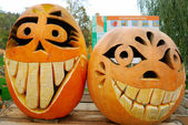 Two grining jack-o-lanterns — Stock Photo