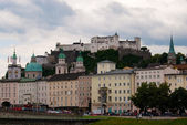 Salzburg embankment and riverside — Stockfoto