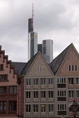 Old town and skyscraper in Frankfurt — Stock Photo