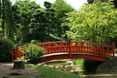 Red bridge in a japanese garden — Stock Photo
