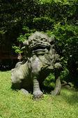 Japonská kamenná socha lva — Stock fotografie