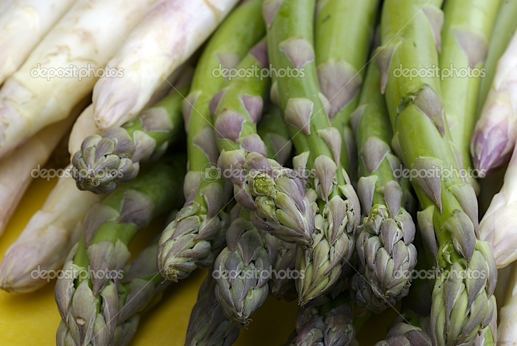 Bunch of fresh asparagus — Stock Photo #2324587