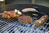 Barbeque party med familj — Stockfoto