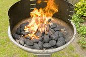 Płomienie w grill — Zdjęcie stockowe