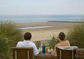 Para relaks na plaży — Zdjęcie stockowe