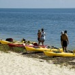 Kayakers on Beach — Stock Photo