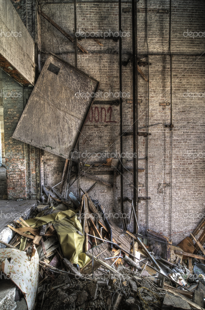 Broken Elevator Shaft in an Abandoned Industrial Building — Stock Photo #2106553
