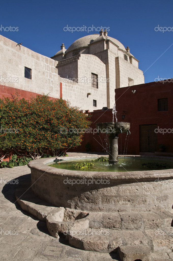 A Fountain at Santa Catalina Monastery in Arequipa, Peru — Stock Photo #2158380