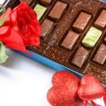 Box of chocolates, rose and heart — Stock Photo #2115037