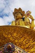 Złoty budda buddyzmu tybetańskiego — Zdjęcie stockowe