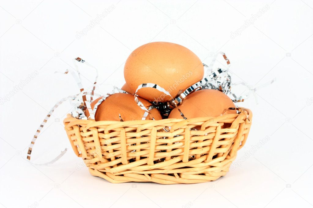 Chicken egg in a basket with decorations, isolated — Stock Photo #2144592