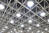 Las lámparas de techo de un auditorio de música — Foto de Stock