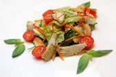 アーティ チョークから、トウモロコシの耳のサラダ — ストック写真