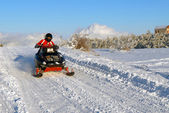 The man goes on a snowmobile — Stock Photo