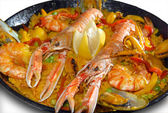 Paella with seafood in a frying pan — Stok fotoğraf