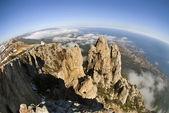 Rocks Ah-petri against Yalta in Crimea — Stock Photo