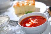 O borsch ucraniano com creme azedo — Foto Stock