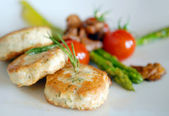 Chicken cutlets with asparagus — Stock Photo