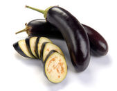 Aubergine and slices — Stockfoto