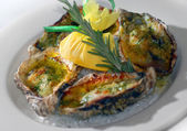 Oysters baked in oil with cheese — Stockfoto