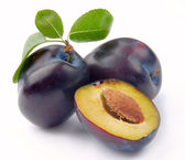 Plum and leaves — Stock Photo