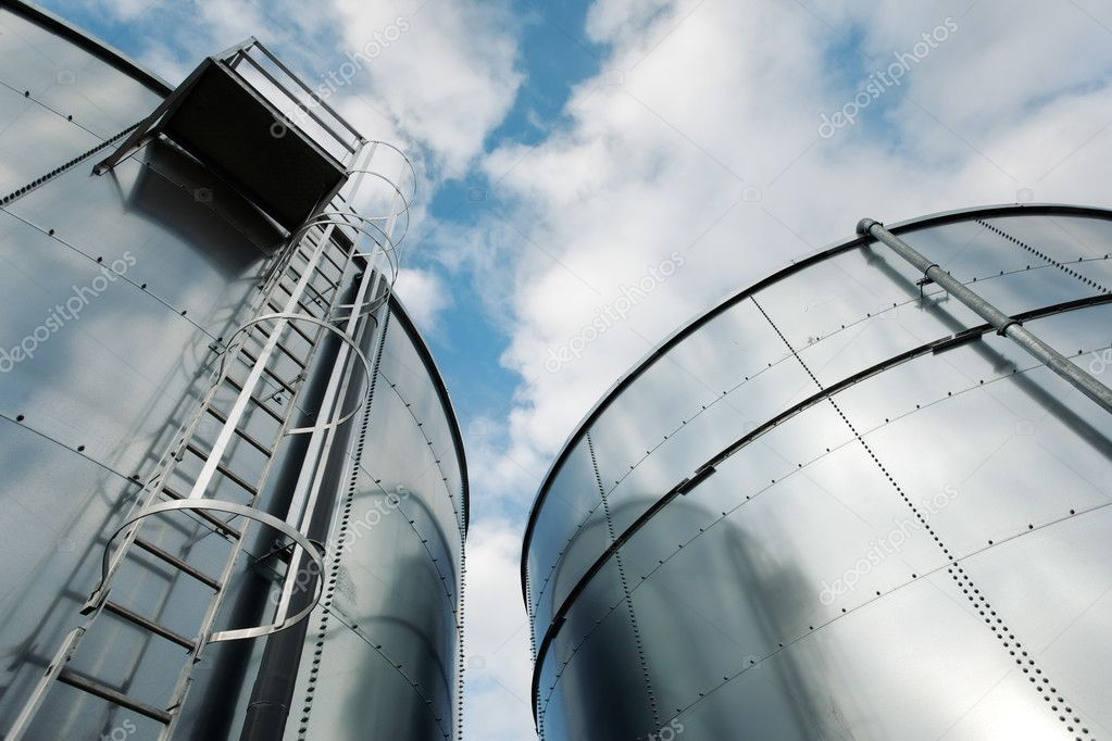 Low-angle shot of ladder and tanks refinery. — Stock Photo #2048082