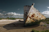 White rusty prow on the beach — Stock Photo