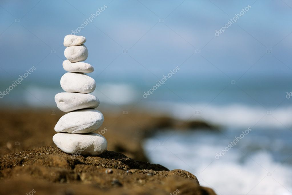Stacked white peebles against sea and blue sky — Stock Photo #2399224