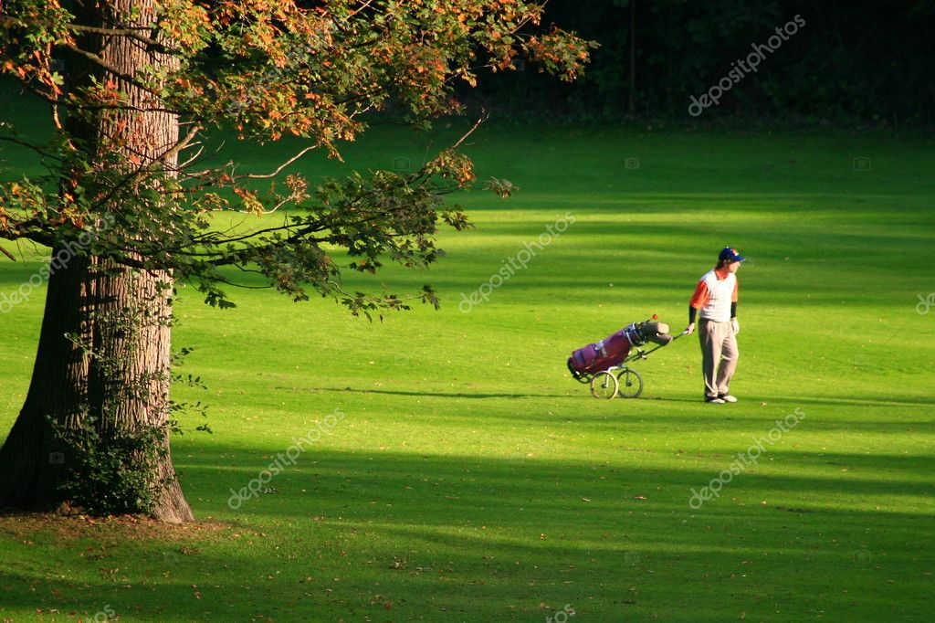 Walking, summer and playing golf! — Stok fotoğraf #2219272