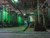 Buizen, machines, industriële chemische stof — Stockfoto