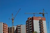 Tower crane and house-building — Стоковое фото