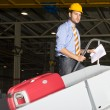 Inspecten a baggage handling line — Stock Photo