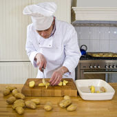 Slicing potatoes — Stock Photo