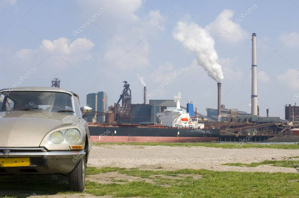 An 1973 Citroen DS contrasting with the steel works in the rear. — Stock Photo #2108234