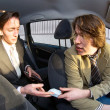 Paying the cabby — Stock Photo