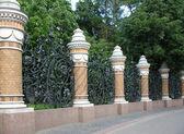 Dekoratif dökme demir çit. — Stok fotoğraf