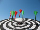 Target and darts — Stockfoto