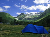 Camp in mountains — Stockfoto