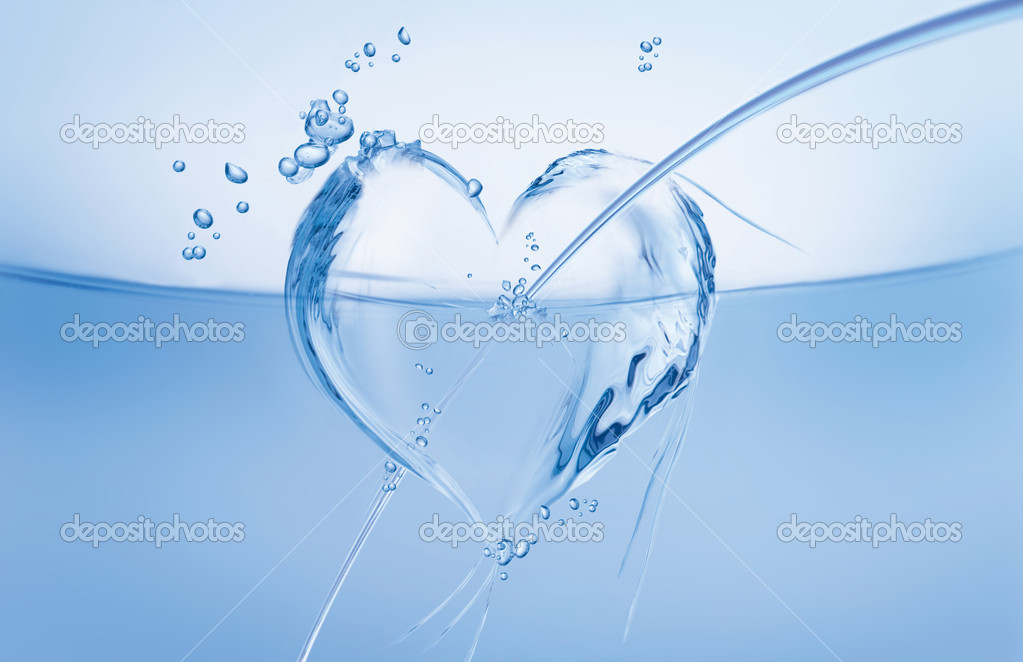 An arrow-pierced heart made of water floating in a blue wave. — Zdjęcie stockowe #2077100