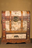 Vintage steamer luggage trunk — Stock Photo