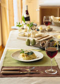 Mesa de comedor agradable — Foto de Stock