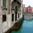 brug over het kanaal in Venetië, Italië — Stockfoto #2430841